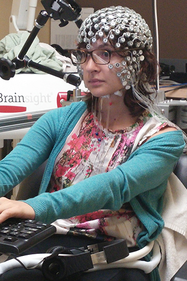Ana Lucia Fernandez, a PhD candidate at the Montreal Neurological Hospital, demonstrates the recording of electrical brain activity. (Photo : Positive Brain Health Now)