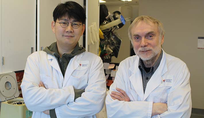 From left to right: Dongsic Choi, postdoctoral research associate and Janusz Rak, senior scientist at the RI-MUHC and the Montreal Children's Hospital of the MUHC.